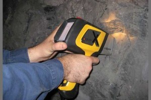 DELTA Handheld Analyzer testing rock