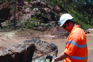 DELTA Premium Handheld XRF analyzing rock