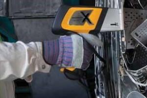 DELTA Handheld analyzing Alloy Steel