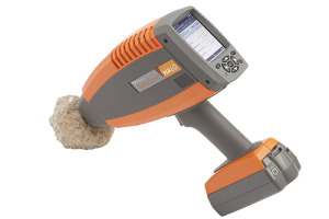 Handheld TerraSpec Halo Analyzer testing rock