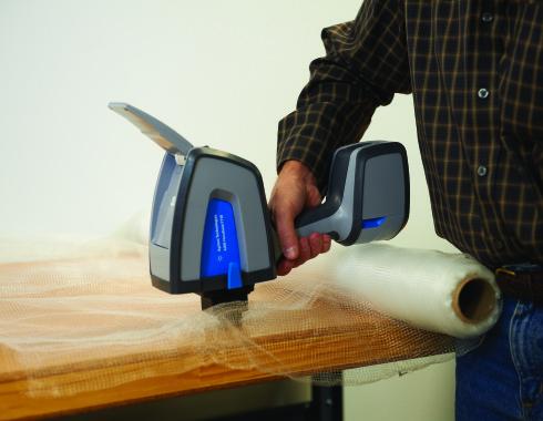 4300 Detector Handheld FTIR Analyzer testing plastic mesh