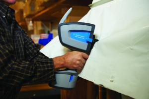 4300 Detector Handheld FTIR Analyzer testing plastic